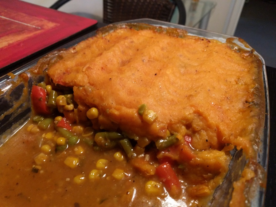 Vegan sweet potato shepherd's pie (Torta vegana 'shepherd's pie' com batata doce)